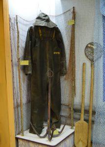 Старинный рыболовный костюм